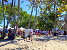Palm Cove Markets & Shopping