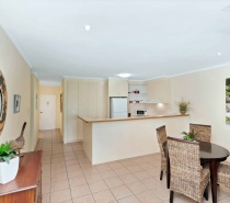 1 or 2 Bedroom Villa Kitchen and Dining Area